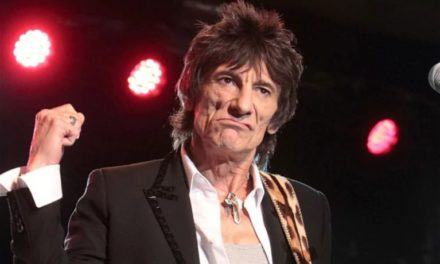 "Rolling Stones' Ronnie Wood Had ""Touch Of Lung Cancer"""